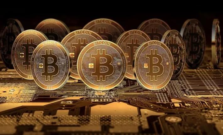 Yatırımcılar dikkat: Bitcoin düşerken altcoinler rekora koşuyor