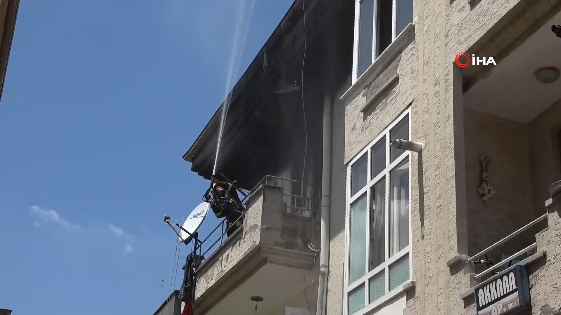 Kocasından olumsuz yanıt alınca evi ateşe verdi