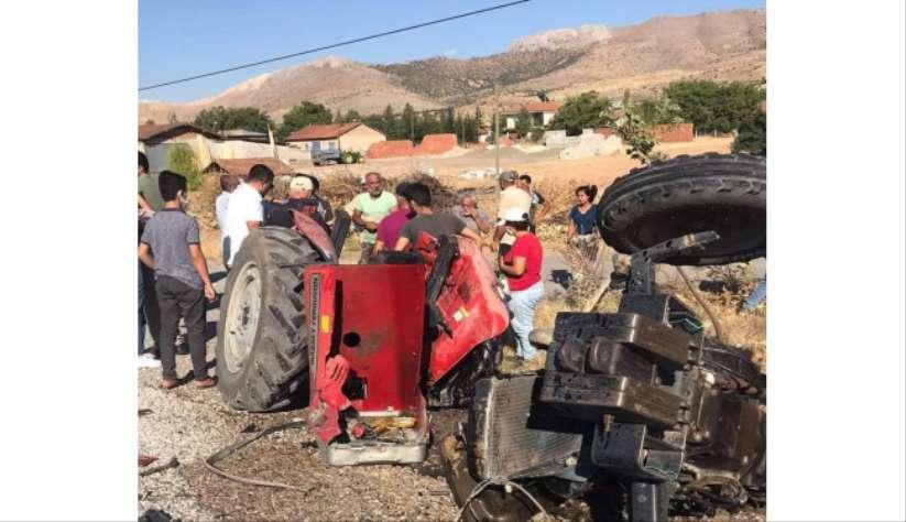 Malatya'da feci kaza! Tırın arkadan çarptığı traktör ikiye ayrıldı