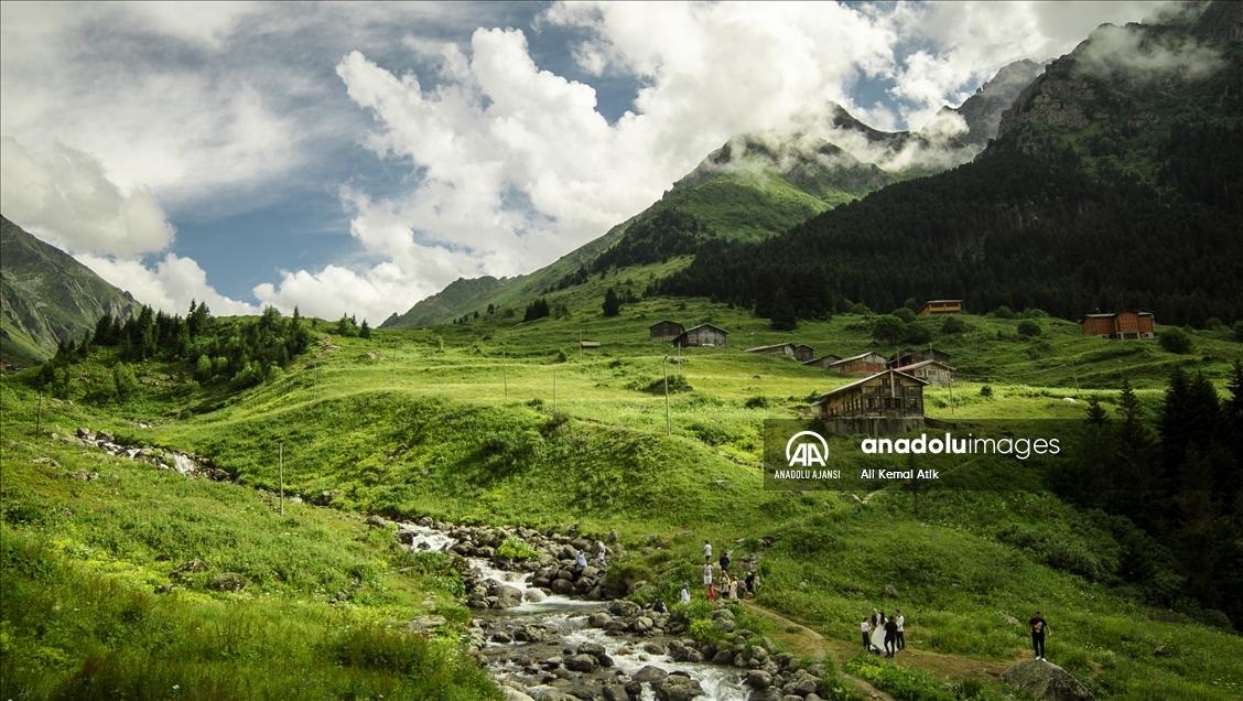 Samistal Yaylası'nın ziyaretçileri kendilerini bulutların üzerinde hissediyor