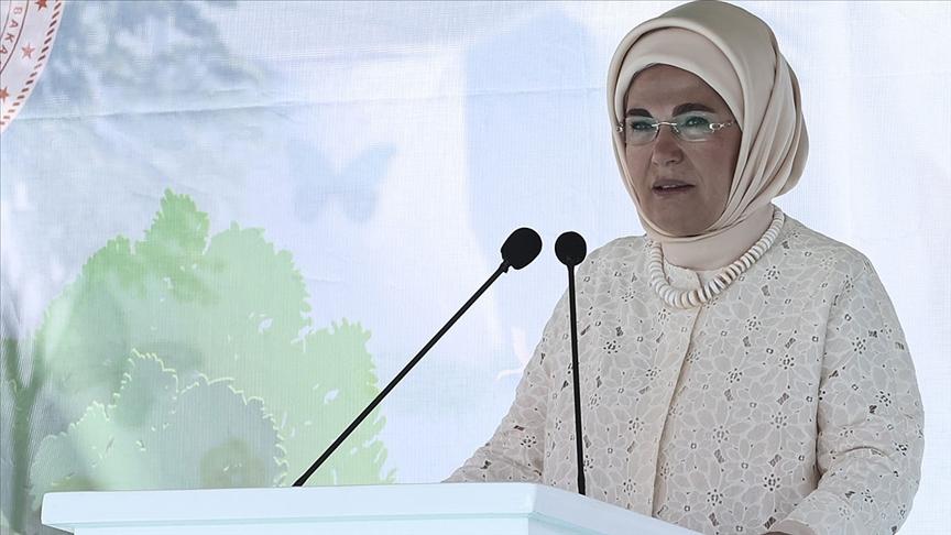 Emine Erdoğan: Hayvanlara gösterilen şiddetin hiçbir türünü asla kabul edemeyiz