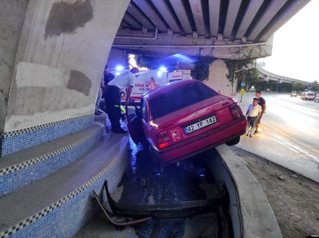 Samsun'da ilginç kaza! Otomobil süs havuzuna girdi, yaralılar var