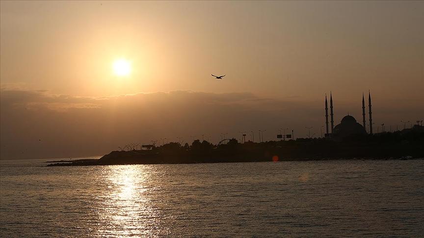 Trabzon'da gün doğumu güzel görüntüler oluşturdu