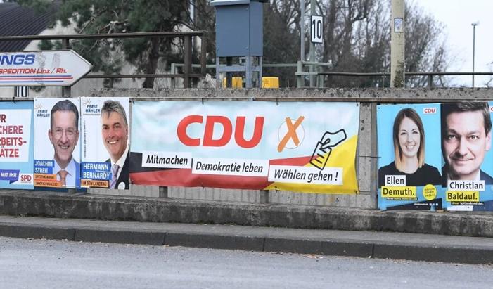 Almanya'da seçimlere doğru: Merkel'in partisi çöküyor mu?