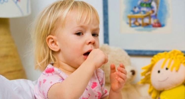 Çocuklarda öksürüğü ilaçla kesilmemeli