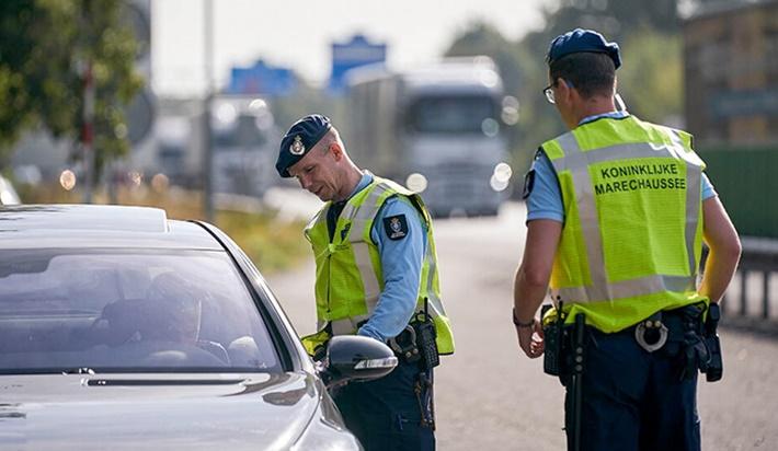 Hollanda'da 'ırkçılık' skandalı: Sınır polisi tek tek fişlemiş