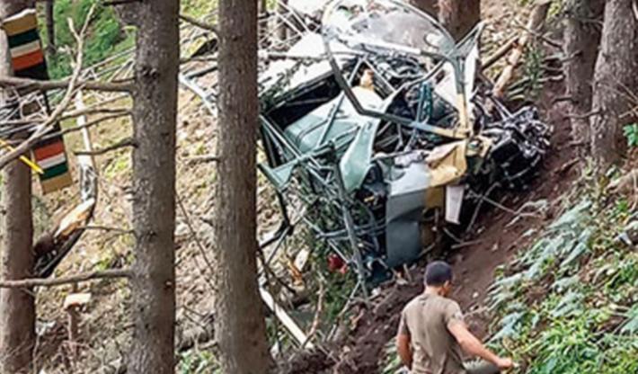 Keşmir'de işgalci Hint askeri helikopteri düştü: 2 ölü