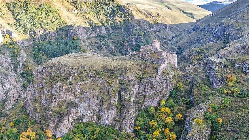 Kayalıkların zirvesindeki tarihi Şeytan Kalesi ilgi odağı oldu
