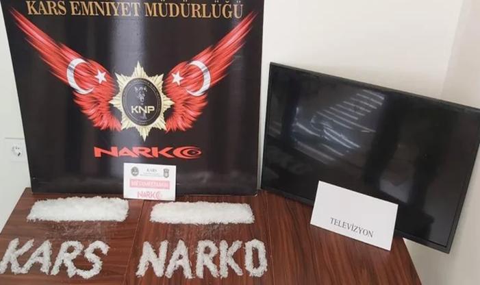 Kars'ta televizyonun içinden çıktı: Polis bile şaşırdı