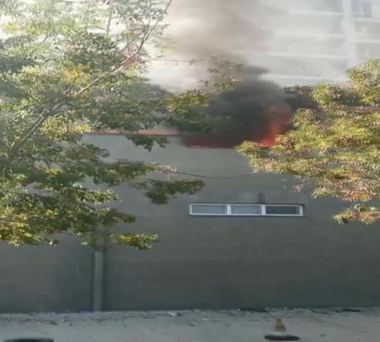 Esenyurt'ta sitenin otoparkında büyük yangın çıktı