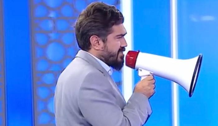 """ROK, megafonuyla Ali Koç'u ti'ye aldı: """"Züğürt Ağa Fenerbahçe'nin başında"""""""
