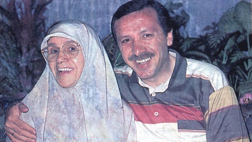 Cumhurbaşkanı Erdoğan'dan, annesinin ölüm yıl dönümünde duygusal paylaşım