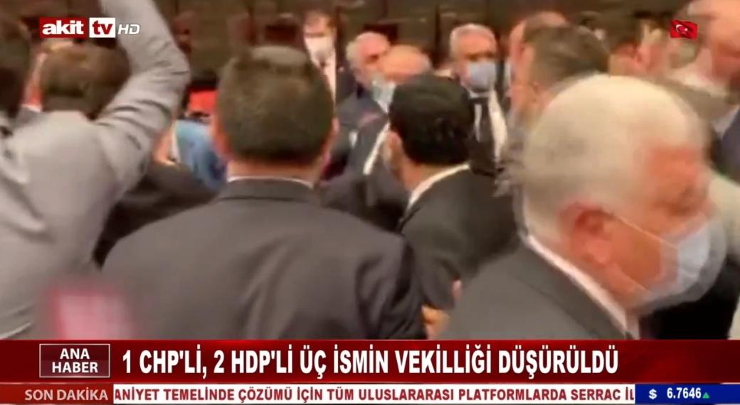 1 CHP'li 2 HDP'li üç ismin vekilliği düşürüldü