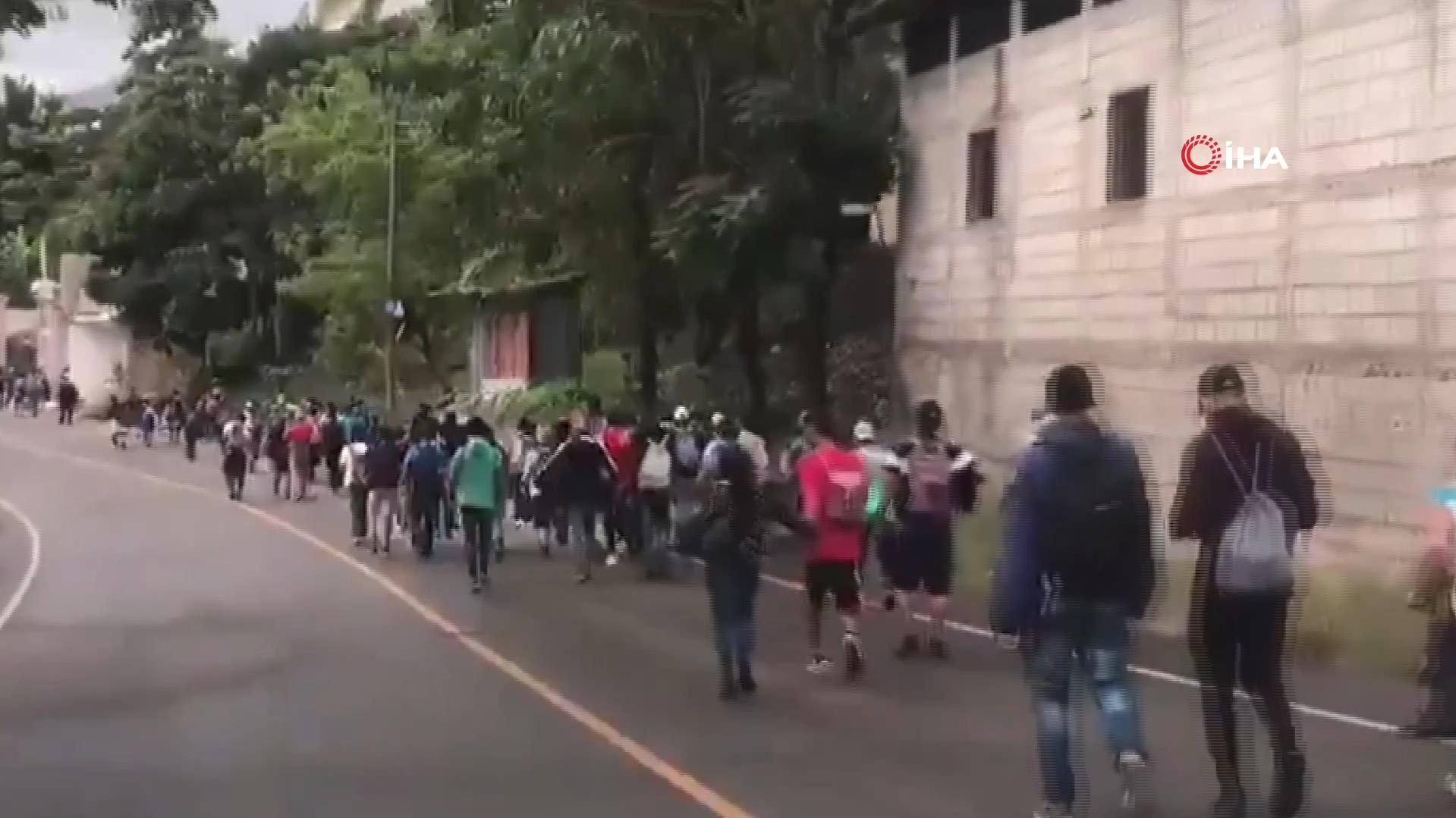 Meksika alarma geçti! Binlerce kişi ABD'ye ulaşmak için yollara döküldü