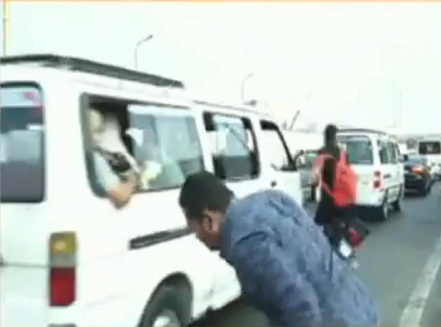 Bağlantıyı anında kestiler! Canlı yayında muhabire motosiklet çarptı